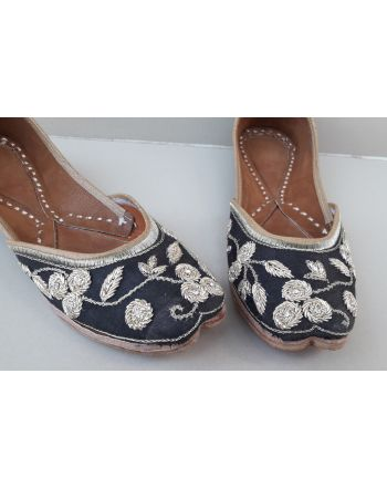 Black punjabi jutti indian shoes mojari